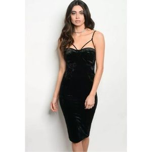 Dresses & Skirts - BLACK SLEEVELESS CRUSHED VELVET BODYCON DRESS